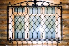 kovanye-reshetki-na-okna-8