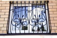 kovanye-reshetki-na-okna-9