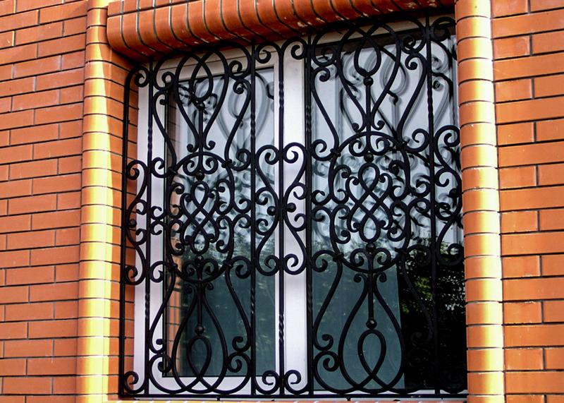 Картинки по запросу металлические решетки на окна   преимущества