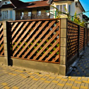 забор из дерева установка