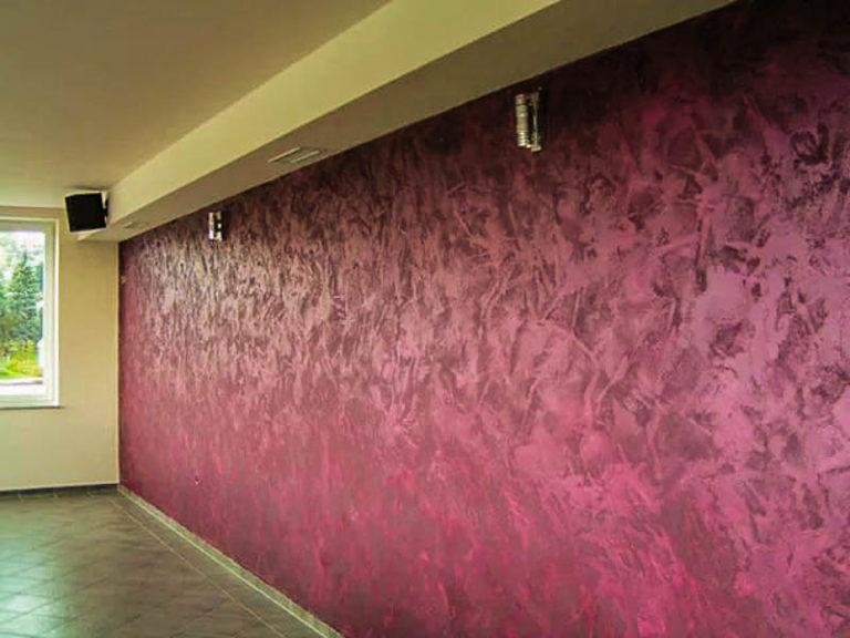 Декор стен краской